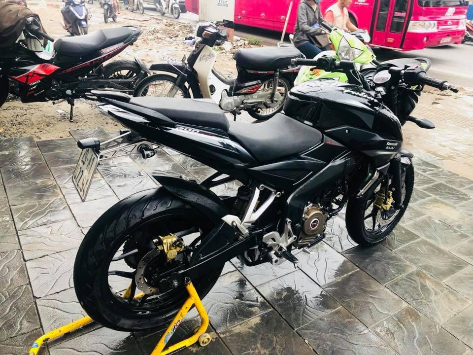 Lô xe Kawasaki Bajaj Pulsar 200NS 2016 đầu tiên về Việt